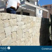 Pared para una casa de piedra en la ciudad de Alcoy