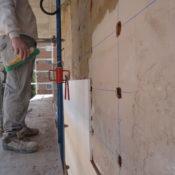 Construcción de una pared en vivienda de nueva construcción